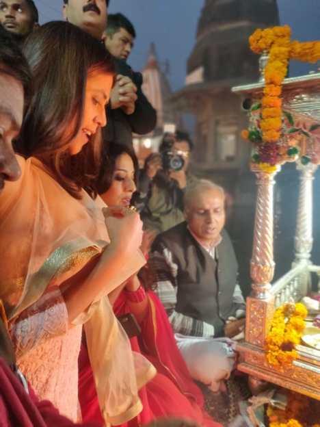 Ekta Kapoor Mahie Gill performing Maha Aarti