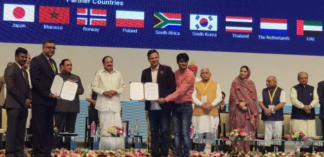 Sandeep Ssingh becomes the first Bollywood producer to sign 177 crore MOU with Gujarat Government in vibrant Gujarat Global Summit 2019