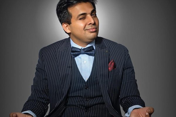 Amit Tandon comedian behind the microphone
