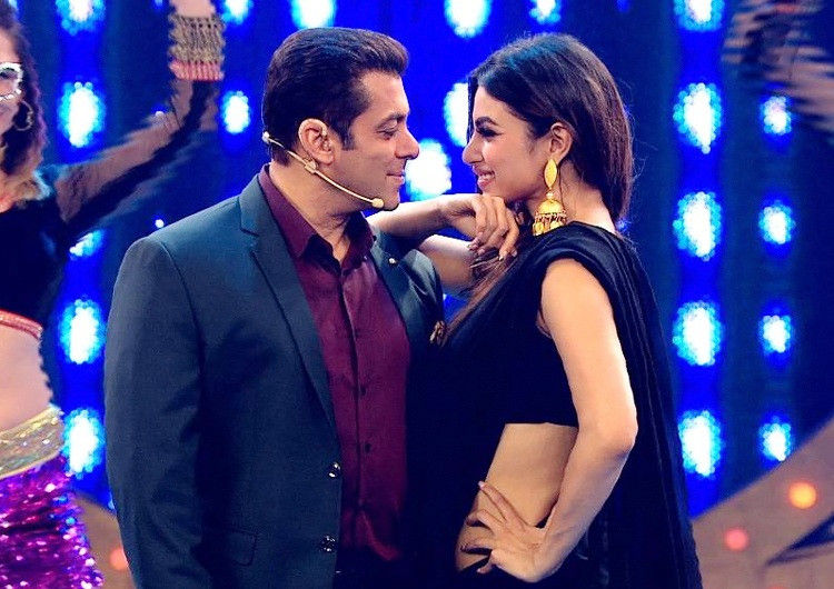 Mouni Roy screamed 'no' after being asked if she was dancing with Salman Khan – VIDEO