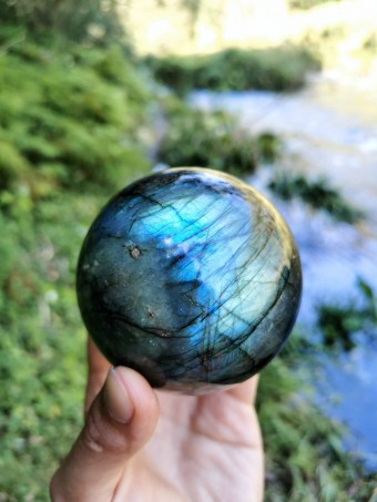 Crown The Brown - High vibrations : Labradorite Sphere