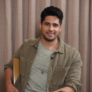 Sidharth Malhotra Shares His Clean Shaven ook With A Catchy Caption!