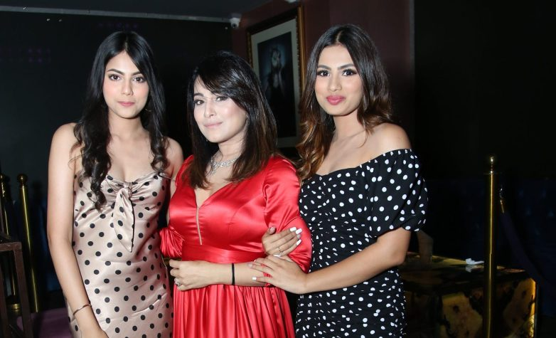 Hegde Sisters - Aashna & Khushi team up with Mika Singh for 'Soni Gujarat Ni'