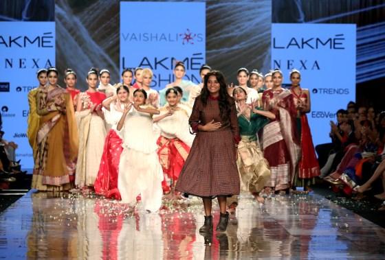 Vaishali Shadangule showcases at LFW SR 20 (1)