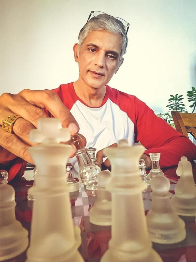 Manushi Chhillar's father