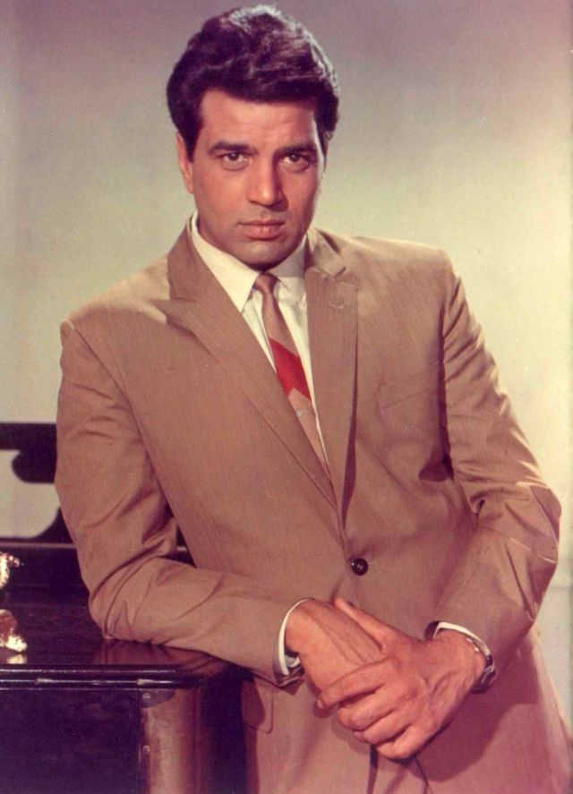 Dharmendra Deol Looks Back At His Journey In Bollywood Shares Video