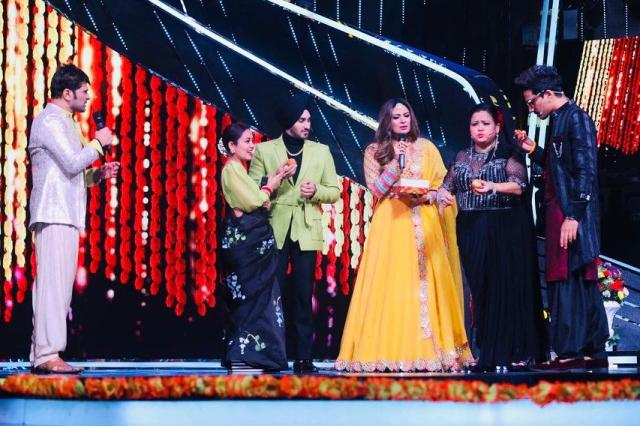 Indian Idol: Himesh Reshammiya's wife Sonia treated Neha and Rohan Preet to homemade laddoos