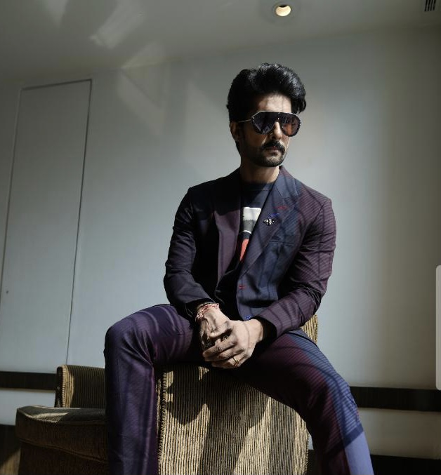 Is Ravi Dubey's new look a teaser for one of his upcoming projects?