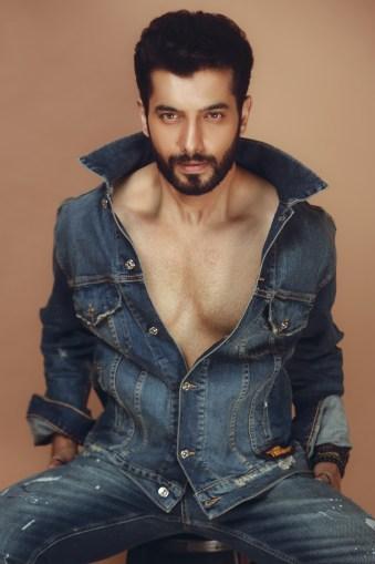 sharad malhotra posing