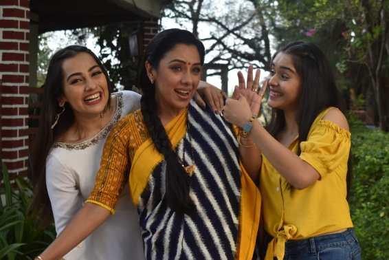 'Anupamaa': The Shahs cheer up Anupamaa with some dance