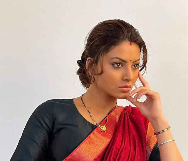 Urvashi Rautela latest de-glam avatar breaks the internet, pictures go viral