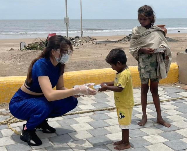 Urvashi Rautela distributed food to Tornado affected people in Juhu
