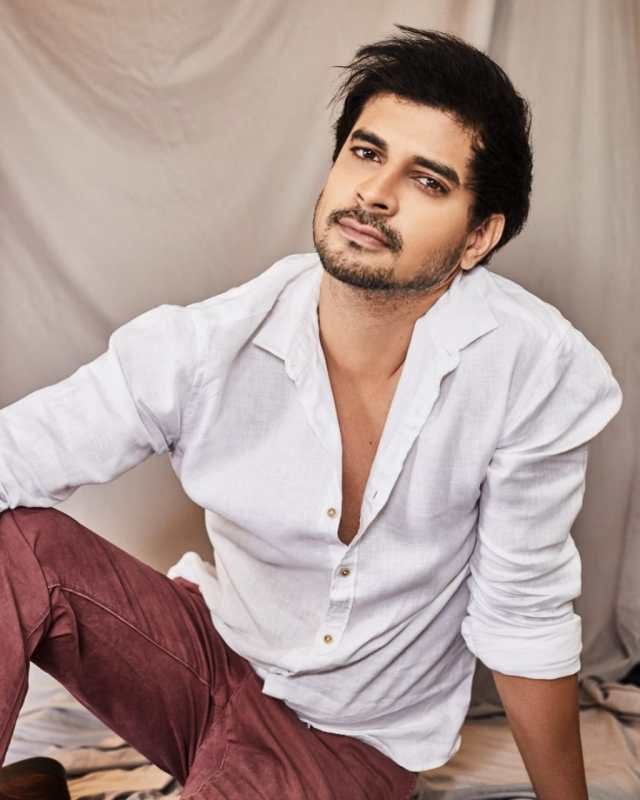"""""""It will be an emotional reunion"""", says Tahir Raj Bhasin meeting his parents after one year"""