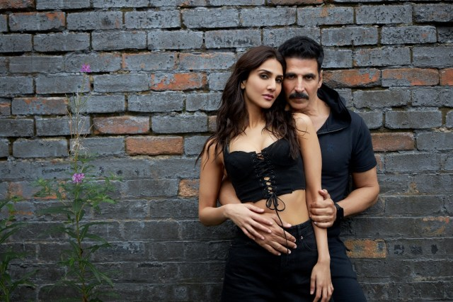Akshay-Vaani sizzle in Sakhiyan2.0 -the new song from BellBottom!