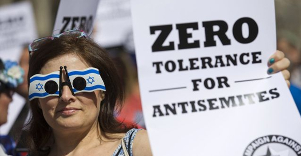 Jewish groups protest outside the Royal Courts of Justice in London on August 31, 2014. (AFP)