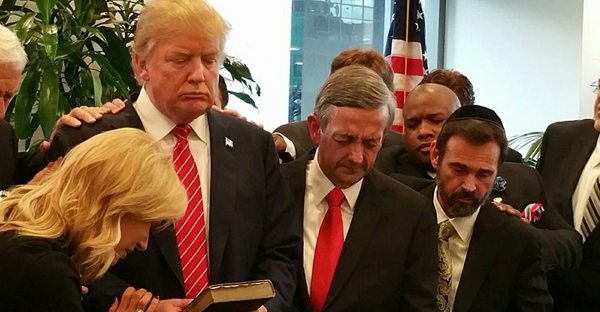 donald-trump-PRAYS-with-religious-leaders