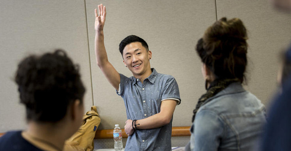 """Actor Mark Daugherty instructs students on the """"cold read"""" in a class about auditioning.  (Jay L. Clendenin / Los Angeles Times)"""