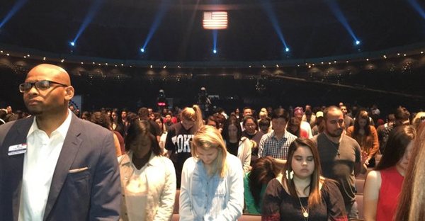 Evangelical worshippers are seen at Lakewood Church in Houston. (HOWARD FINEMAN/THE HUFFINGTON POST)