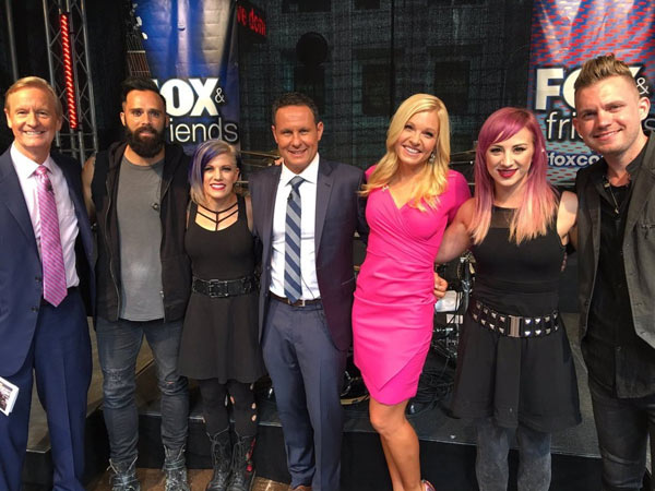 skillet-fox-and-friends-03