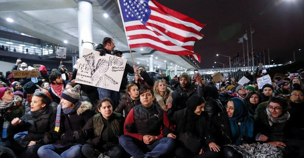 Protesters gather at O'Hare airport in Chicago. (Kamil Krzaczynski / Reuters)