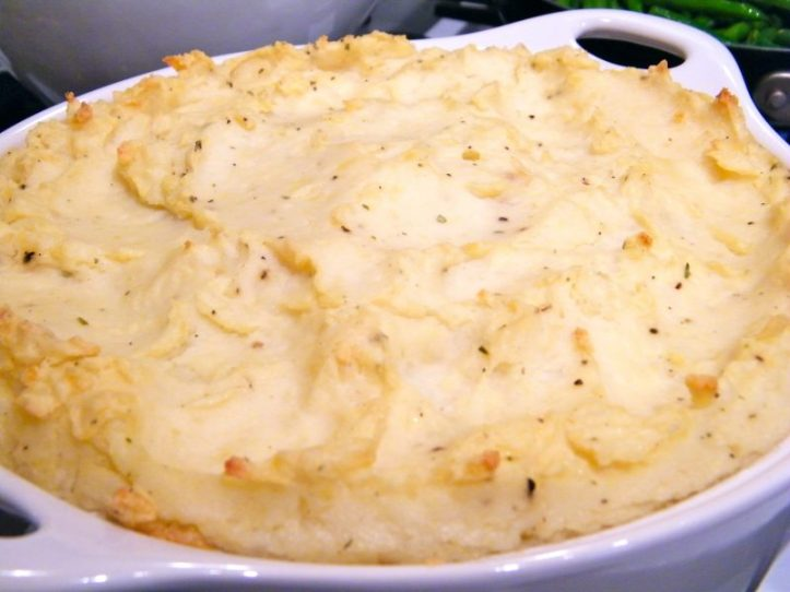 Make-Ahead Mashed Potatoes ❘ © UrbanCottageLife.com