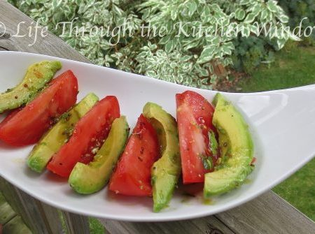 Tomato & Avocado Salad with Lime Vinaigrette ⎮ © UrbanCottageLife.com