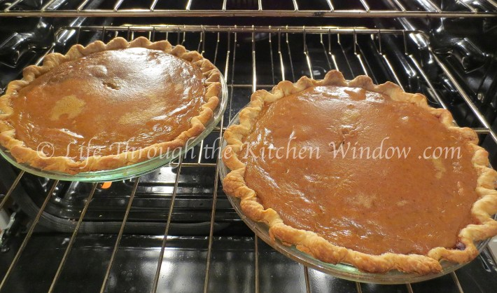 Pumpkin Pie's Ready! | © Life Through the Kitchen Window .com
