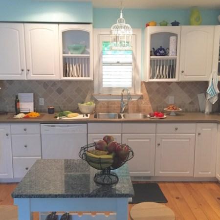 Urban Cottage Kitchen | © UrbanCottageLife.com