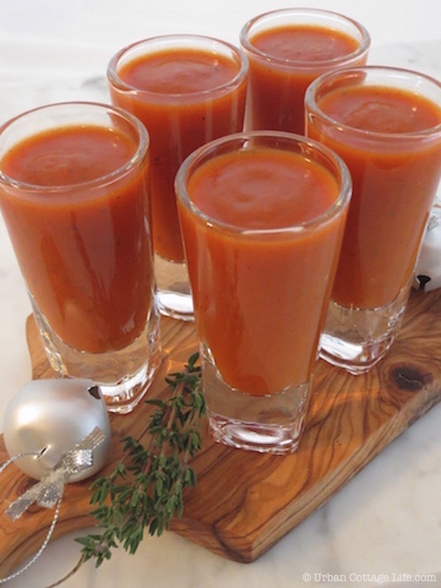 Holiday Mingle Red Pepper & Tomato Soup  |© Urban Cottage Life.com