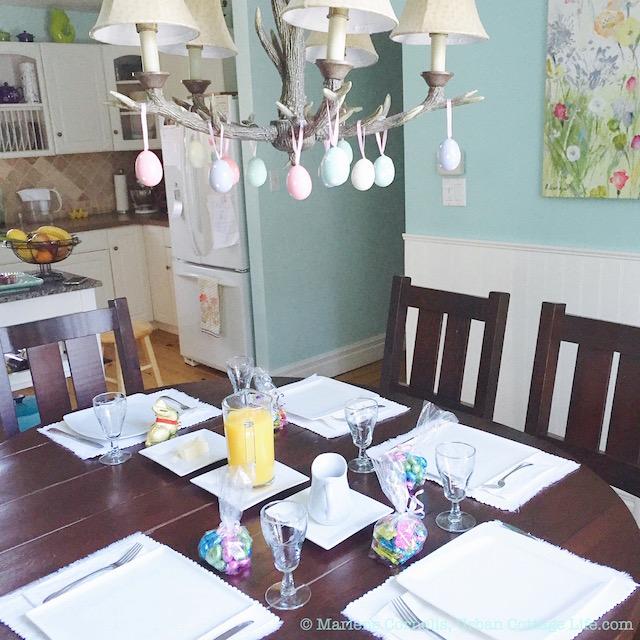 Easter Breakfast Table | © UrbanCottageLife.com