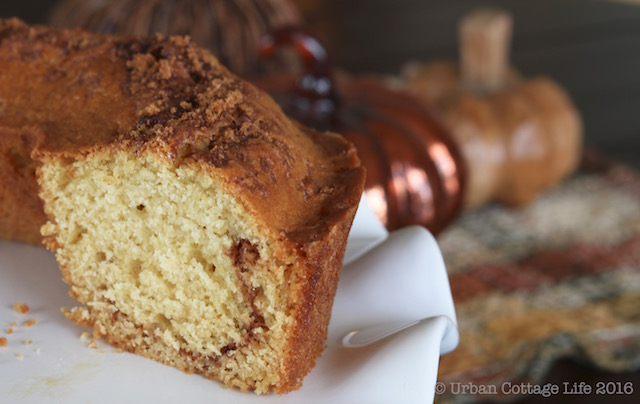 Cinnamon Loaf Coffee Cake | © UrbanCottageLIfe.com 2016