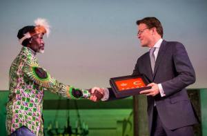 Prince Constantijn presenting the award to Cont Mhlanga Picture Embassy of Nerthelands in Zimbabwe