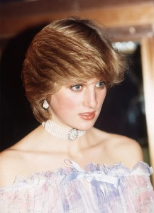 Princess Diana also loved Chokers Picture Source : http://www.whowhatwear.co.uk