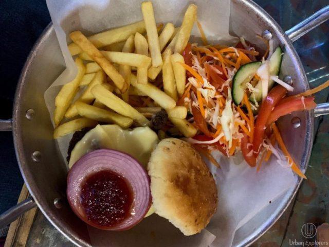hamburguesa de camello cafe clock