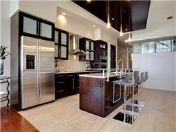 Kitchen in unit 2714