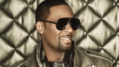 The singer is shown in an image from r-kelly.com. (Credit: r-kelly.com)