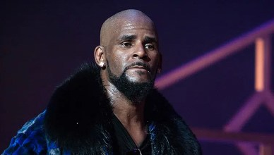 R. Kelly Performs on stage at the FOX Theater on December 27, 2016 in Atlanta Georgia. (Credit: Shutterstock)