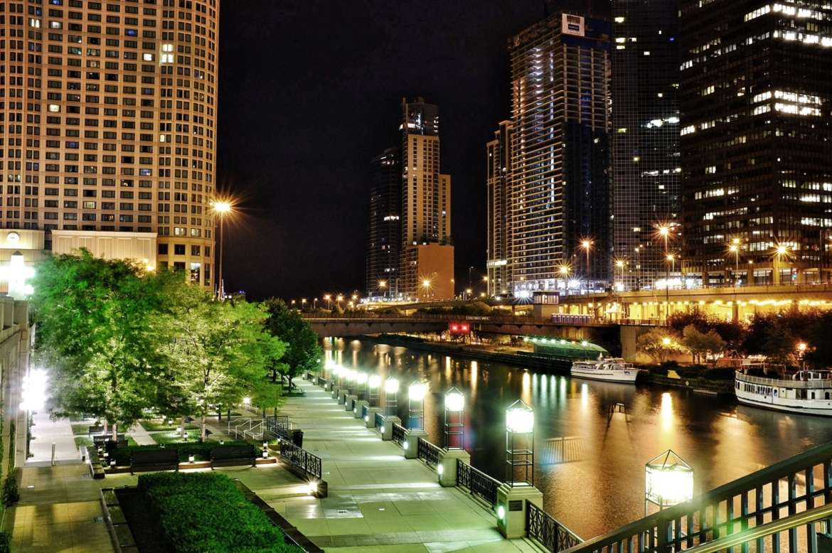 A Complete Guide to the Chicago Riverwalk | UrbanMatter