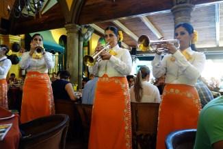 Female mariachis at The Patio, Tlaquepaque