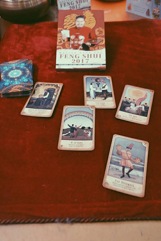 Hanz Cua's published book on Feng Shui, and his tarot cards, hanz cua, master hanz, master cua