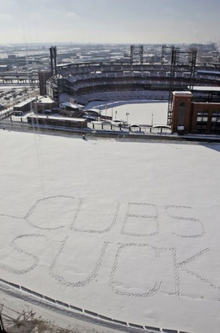 busch-stadium-in-the-snow-2. Some Cardinal's fans decided to declare their