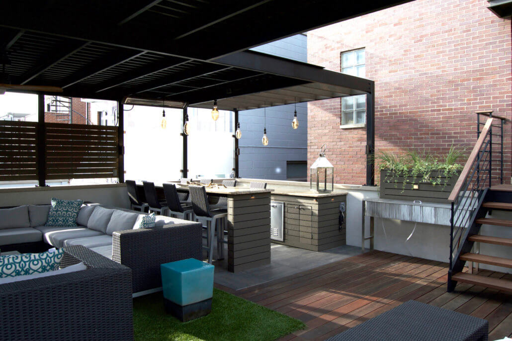 Rooftop Deck And Lounge Space In The Heart Of Chicago