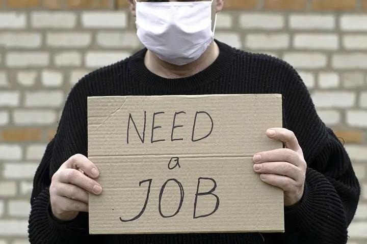 Mężczyzna Trzyma Need-A-Job Znak