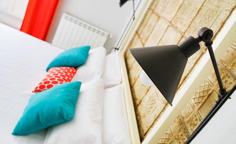 Detalle cabecero habitacion en Estudio Loft 3.1 UrbanVida La Latina