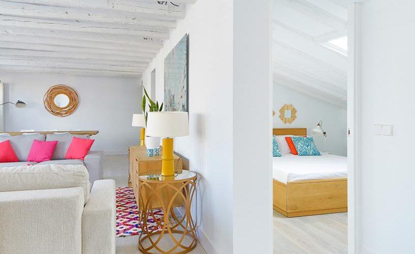 Habitacion en atico con terraza UrbanVida La Latina
