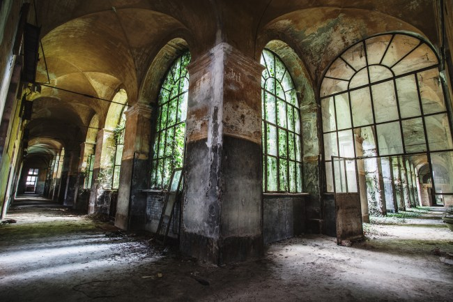 Urbex abandonned place exploration italy