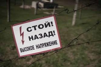 Auf unserer spannenden Radioactive Nightcore Fotoexpedition erkunden wir an drei Tagen die Sperrzone von Tschernobyl bevor wir in die Nähe von Perwomajsk fahren wo bis in die 1990 ger Jahre an einem als Wetterstation getarnten Ort und mit einem 3000 Volt gesicherten, dreifachen Elektrozaun die sowjetischen Atomraketen stationiert waren. Diese Raketenbasis bestand aus mehreren Kommandoplätzen in deren Silos jeweils 9 Atomraketen standen umgeben von einem 40 Meter tiefen Silo mit der Kommandobrücke.