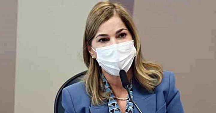 """Capitã Cloroquina"" é vacinada em Brasília"