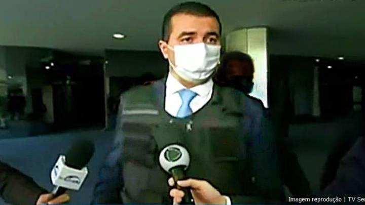 """""""Bolsonaro vai me pedir perdão"""", diz Luis Miranda com colete a prova de bala e escolta da PF ao chegar na CPI"""
