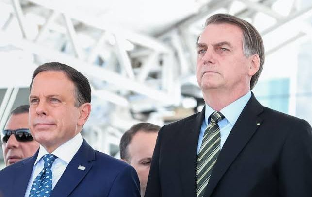 Bolsonaro distorce frase para questionar CoronaVac e volta a defender cloroquina